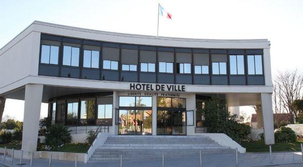 La Ville de Castelnau-le-Lez porte plainte après l'intrusion délibérée de manifestants et d'élus d'opposition au sein de l'Hôtel de Ville