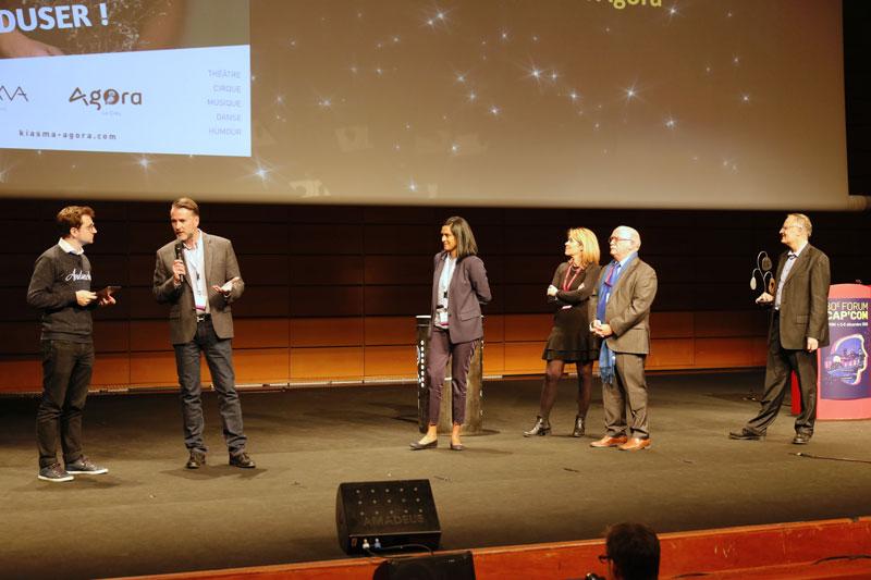 Remise du prix à Vincent Nolot directeur de la Communication de Castelnau